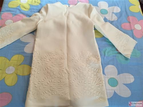 全新歐時力秋冬款浮雕連衣裙出售