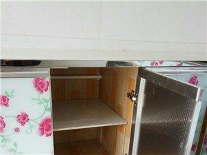 用地板砖做整体厨柜,不怕水不怕潮,美观大方。