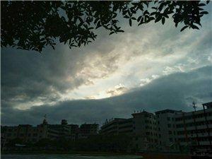 雨后云缝――天之痕