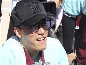 韩红爱心百人援甘第五站张家川:来了一位高海拔发药员刘翔。