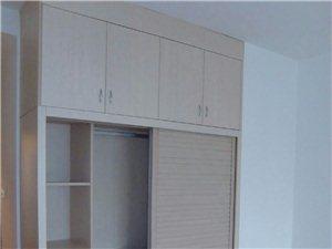 安装厨房卫浴定制衣柜