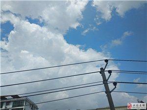�劬拖袼{天白云,晴空�f里