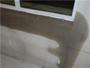福泽华庭新住宅楼窗台往房间漏雨水有谁来负责处理