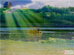 东湖泛舟(二次曝光)
