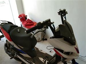 艾玛极客x6,骑了不到半年,昨天摔了一跤,不骑了