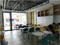 甜品店桌椅转让,一桌配两椅,广州货,200一套,先买先挑,五六套以上价格优惠