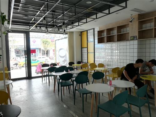 甜品店桌椅轉讓,一桌配兩椅,廣州貨,200一套,先買先挑,五六套以上價格優惠