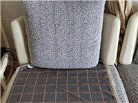 简约沙发,出租房使用,八成新可拆洗,因搬家出售,送两抱枕和沙发垫。