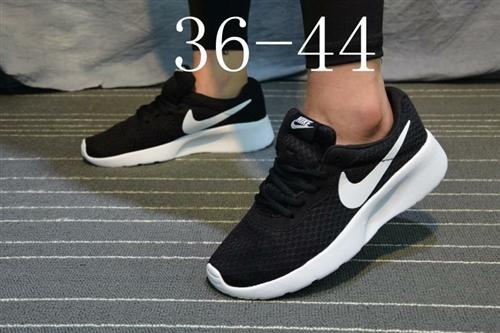 西安本地人,耐克運動鞋65元,全新。尺碼36-45,西安本地人加微信聯系。微信號碼:61409195...