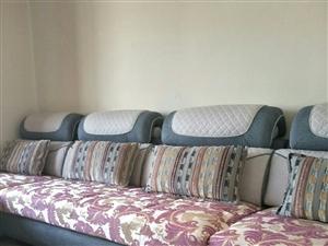 新买20天的贵妃布艺沙发,实木框架美观大方,现出售,价格面议,联系电话:13893793905