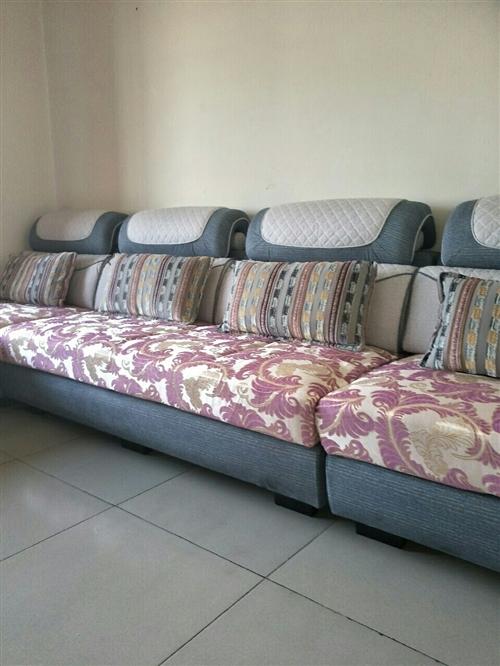 新買20天的貴妃布藝沙發,實木框架美觀大方,現出售,價格面議,聯系電話:13893793905