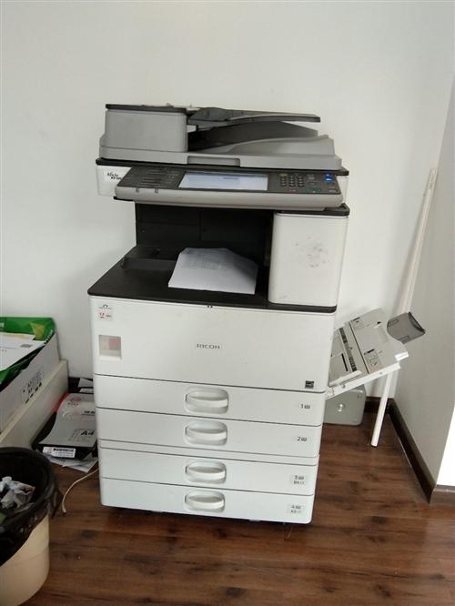 理光3352黑白打印機。一共打印58000頁左右。打印復印掃描,最大打印紙張A3。打印160克的紙。...