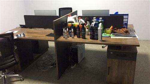 4人辦公桌9.9成新3.6米會議桌9.9成新2.4米老板桌9.9成新5p美的空調9成新