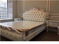 出售图1??9.8新1.8米床 外带两个全新床头柜,床头柜和床是分开购买的#价格另算#现搬家换新家具...