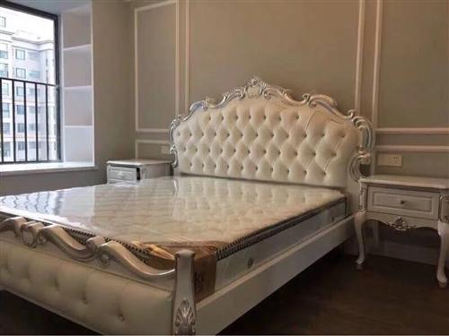 出售图1??9.8新1.8米床 外带两个全新床头柜,床头柜和床是分开购买的#价格另算#?#32844;峒一?#26032;家具...