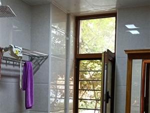 润城苑a区3居室,简单家具,年租1.2万