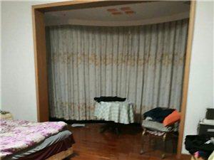 地税小区5室 2厅 2卫145万元