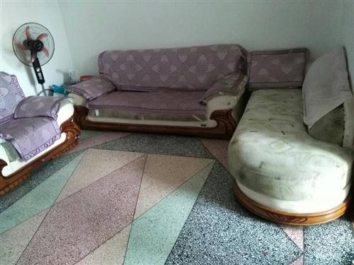 低价急售六成新布艺沙发一套