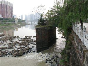 光州漫��:心痛的�潢��
