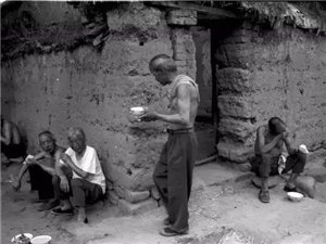 一组农村吃饭的老照片