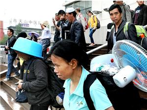 深圳―乌鲁木齐首趟旅客列车抵达乌鲁木齐