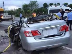 茂名市电城国通牛厄岭附近发生一起车祸(视频+图片)