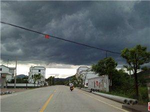 寻乌南桥天气乌云成团