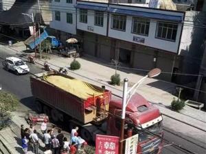 仪陇县土门镇发生惨烈车祸,现场血腥,胆小勿入!