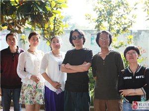 枝江美协画家到'七星台希望小学'辅导。剪影''