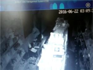 昨天晚上黄坑一商店招小偷了!大家注意安全!小心防盗!