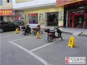 信宜城管终于出手了!重治临街商铺违法占用停车位