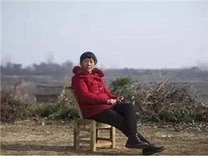 她是脑瘫患者、丑陋农妇,却又是天才诗人,和相处20年的丈夫离婚后,她活