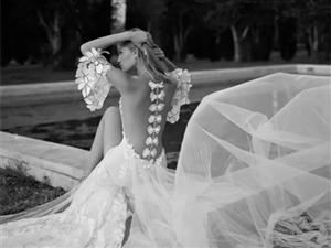 梦幻般的背部花卉婚纱,你见过吗?