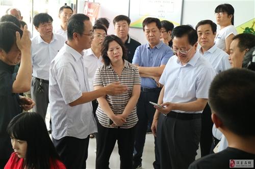 临汾市委副书记、市长刘予强到789彩票电商扶贫开发孵化基地调研