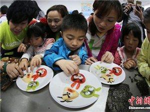 """南京志愿者走近留守儿童""""爱心午餐大比拼"""""""