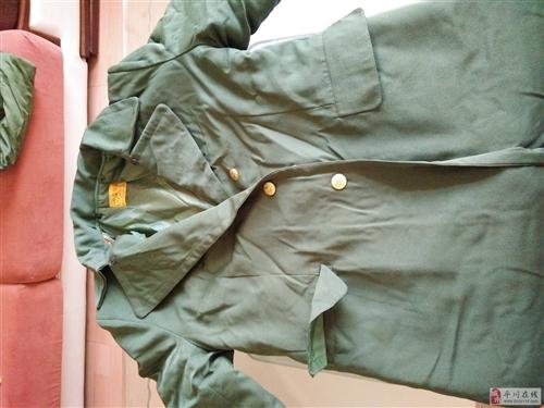出售全新军大衣三件