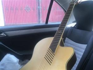 LANDO STARKF780电箱吉他