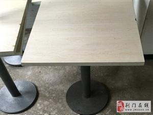 出售桌子凳子。