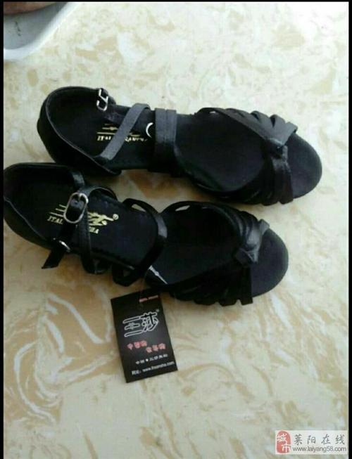 低价出售全新舞蹈服舞蹈鞋