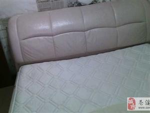 软床加床头柜