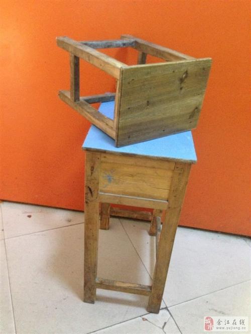 出售学生桌椅套装 50元一套