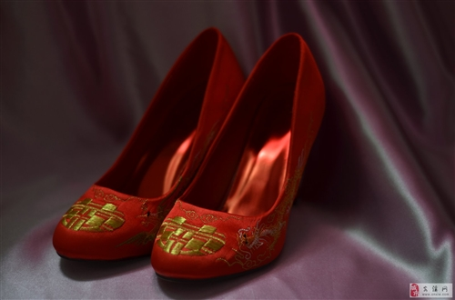 99新龙凤褂只穿一次300包邮转送头饰婚鞋