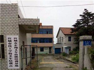 學叉車,擇高薪,來應城宏翔叉車培訓中心