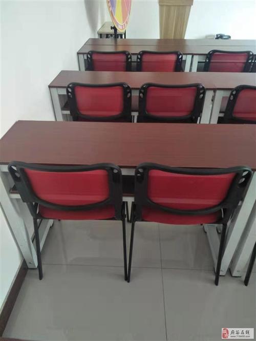 出售全新培训桌椅40套,每套包含桌子一张,椅子俩把