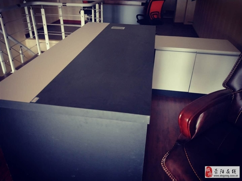 新買的老板臺,尺寸不對,放不下,要的拿走