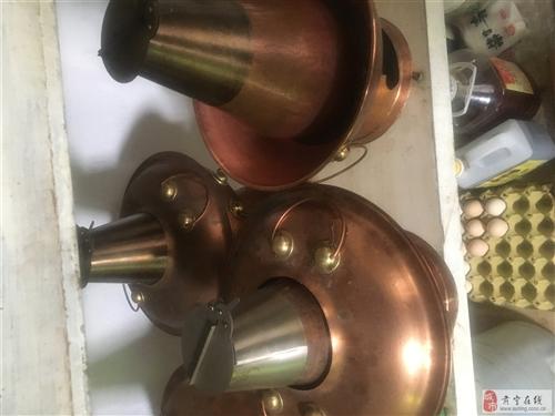 低價出售:九成新26號和28號木炭銅鍋。九成新1.6米圓桌。九成新雙節能灶。聯系電話:1393072...