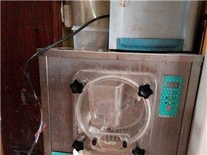 低价出售冰淇淋机一台,八成新一口价500元,要的抓紧联系,包教技术!