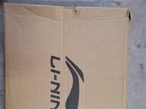 全新李��音速7�@球鞋,41�a,�\����I的,�]穿�^,原�r539,�F�r400出售