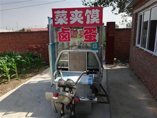 出售小吃三輪車,白鋼架子,電瓶輪胎新換的。還定做了雨棚。,急售低價