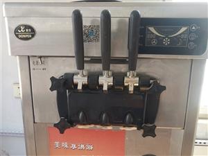 出售九成新立式冰激凌�C一�_。�r格��惠。�送冰激凌粉和蛋筒。有意者��c我�系。